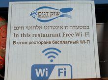 Чтобы привлечь проходящих мимо туристов, этот ресторан даже не пытается говорить о кухне или о ценах